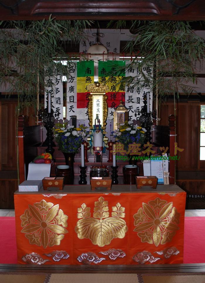 お寺のお盆棚